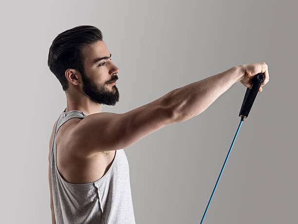 exercice biceps bandes de résistance
